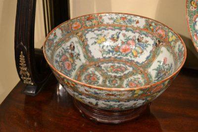 Rose Medallion type Chinese export porcelain Bowl