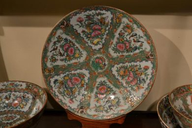Rose Medallion type Chinese export porcelain Large Round Platter