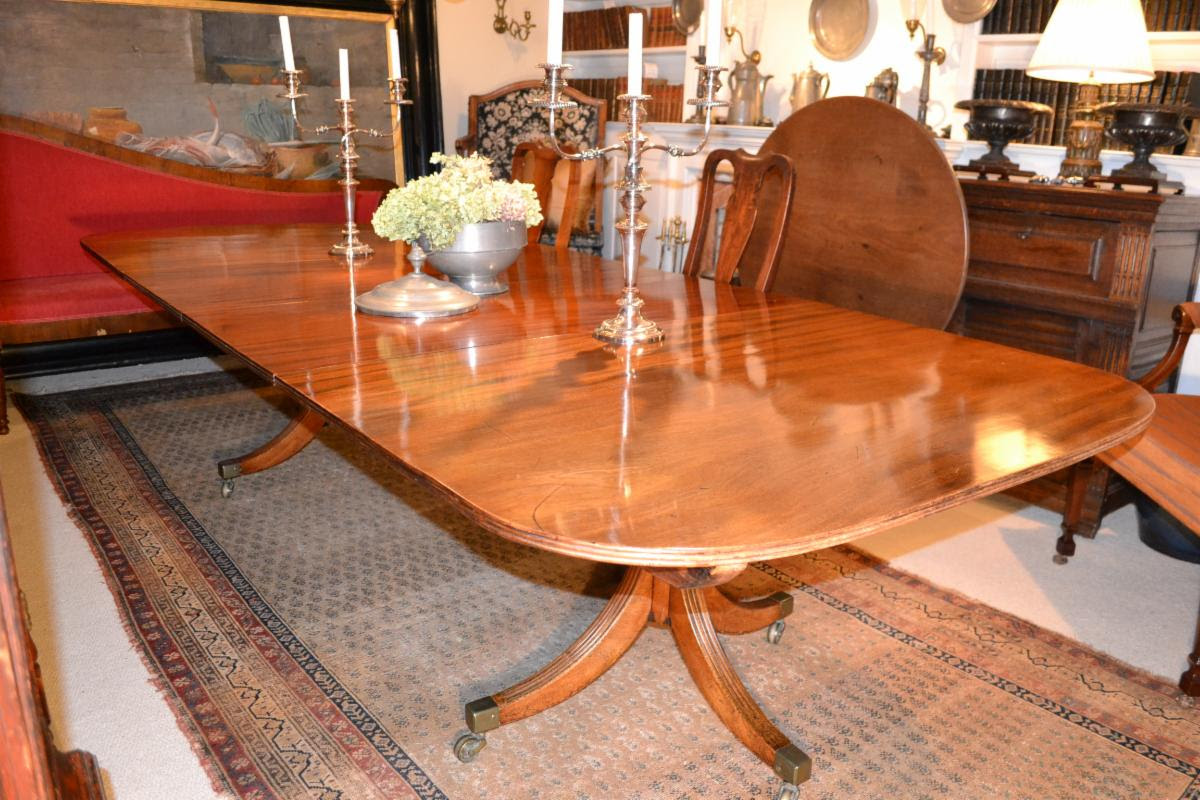 English Regency pedestal dining table of the early 1800s
