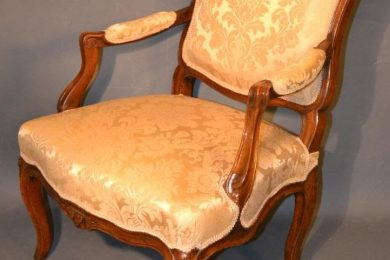 French fauteuil a la reine chair